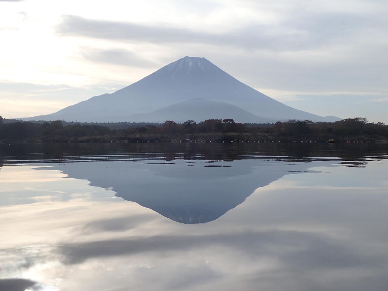 精進湖 逆さ富士